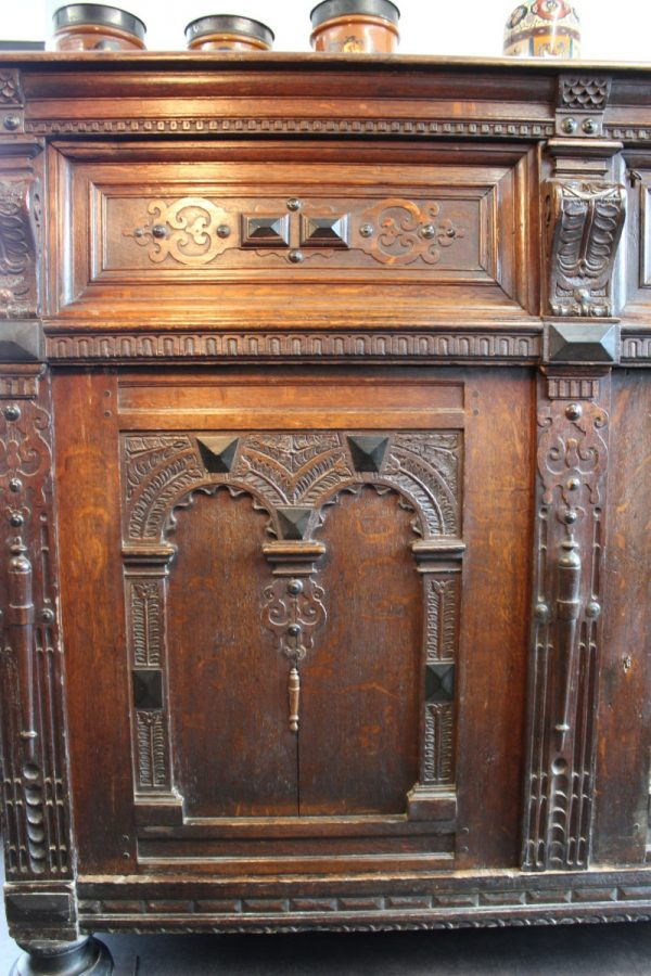17th C Flemish oak cupboard 3