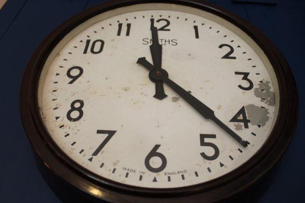 Smiths 8 day bakelite clock