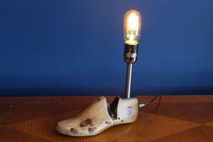 Shoe last lamp
